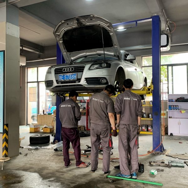 car-mechanic-repair-mechanics-repairs-auto-mechanic-car-repairs-auto-repair-auto-mechanics_t20_KvynZ0