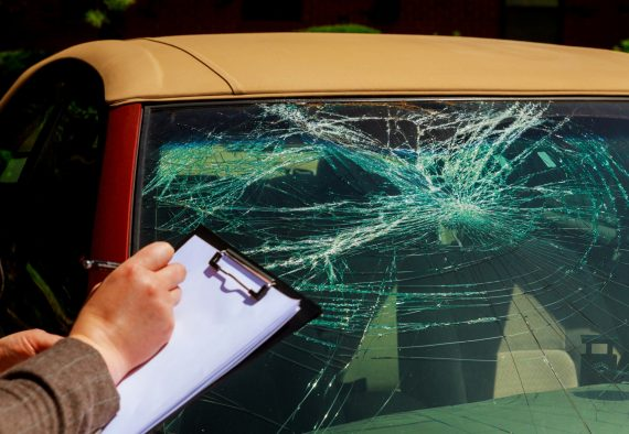 insurance-agent-writing-report-on-clipboard-after-car-accident_t20_mR2v78